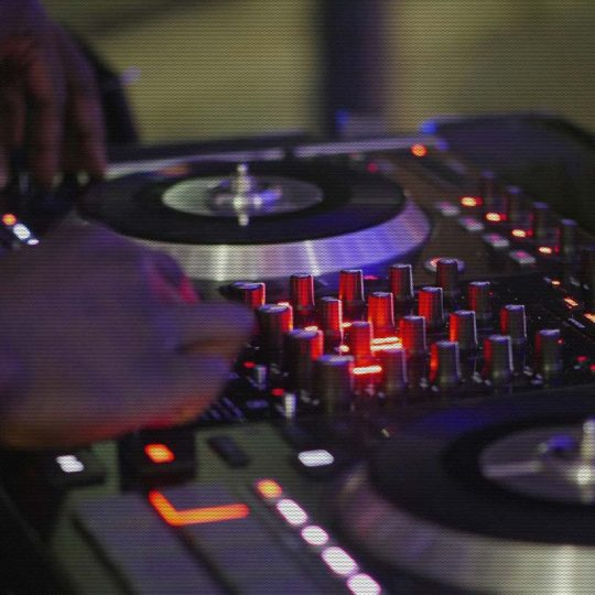 https://www.djkwenda.com.au/wp-content/uploads/2015/12/DJ-Kwenda-Professional-Setup-540x540.jpg