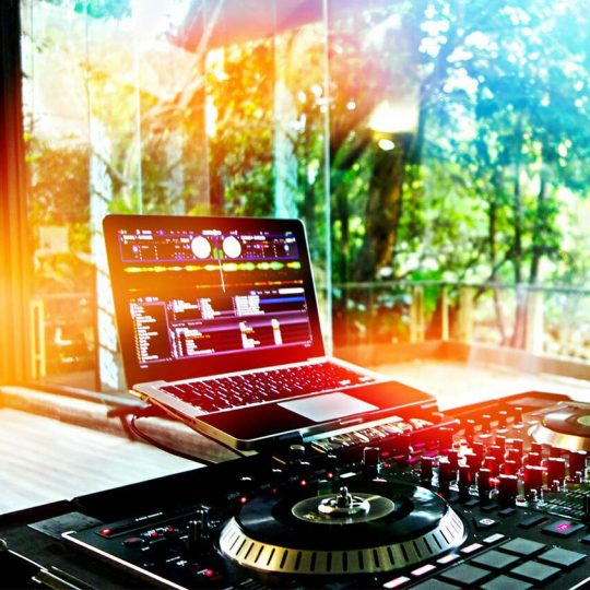 https://www.djkwenda.com.au/wp-content/uploads/2015/12/DJ-Kwenda-Setup-Controller-Serato-DJ-Laptop-540x540.jpg