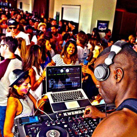 http://www.djkwenda.com.au/wp-content/uploads/2015/12/DJ-Kwenda-St-Kilda-Festival-2015-set-mixing-music-serato-on-stage-crowd-540x540.jpg