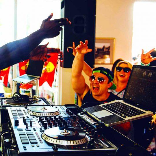 http://www.djkwenda.com.au/wp-content/uploads/2015/12/DJ-Kwenda-St-Kilda-Festival-set-2015-540x540.jpg