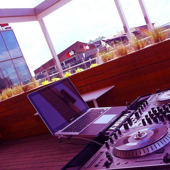 https://www.djkwenda.com.au/wp-content/uploads/2015/12/DJ-Kwenda-booth-setup-mobile-dj-hire-melbourne-city-love-visit-victoria-540x540.jpg