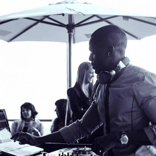 https://www.djkwenda.com.au/wp-content/uploads/2015/12/DJ-Kwenda-mixing-beach-front-venue-djlife-540x540.jpg