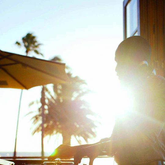 https://www.djkwenda.com.au/wp-content/uploads/2015/12/DJ-Kwenda-mixing-beach-front-venue-djlife-sunray-540x540.jpg